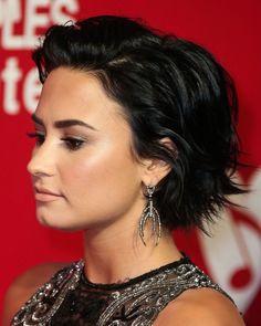 Demi Lovato Hair Bob Unique Fati ❤ — Short Hair Goals 3 Short Hairstyles Haircut For Thick Hair, Haircuts With Bangs, Short Bob Hairstyles, Cool Hairstyles, Bob Haircuts, Pelo Lolita, Demi Lovato Short Hair, Black Haircut Styles, Great Hair