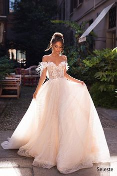 Verngo A line Wedding Dress 2020 Wedding Gowns Elegant Off The Shoulder Bride Dr… Verngo A line Brautkleid 2020 Brautkleider Elegant Off The Shoulder Brautkleid Vestido De Noiva Vestidos De Noiva Dourado – Mode Quelle von fashionhobbies Weiße Kleider Ombre Wedding Dress, Dream Wedding Dresses, Bridal Dresses, Wedding Gowns, Bridesmaid Dresses, Modest Wedding, Trendy Wedding, Wedding Bride, Floral Wedding