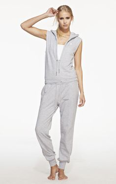 This Onepiece Drum and Bass Medium Grey Jumpsuit with sleeveless design is made from a lightweight premium cotton. The OnePiece adult jumpsuit is all about the chill out. Sleeveless jumpsuit with a great slim fit Waist and neck ties 100% Cotton - Soft Lightweight fabric in 250gsm quality.