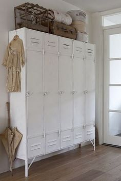 Vintage Industrial Decor - Prepare your heart to these 10 Industrial Style Hallway Ideas. Create and imagine your ideas and don't be afraid to take any risk. Vintage Industrial Furniture, Industrial House, Industrial Interiors, Industrial Style, Industrial Lockers, French Industrial Decor, Ikea Industrial, Industrial Storage, Rustic Furniture