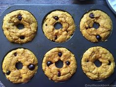 Paleo blueberry bagels are both low carb and gluten free. Perfect way to start your morning. Low Carb Bagels, Keto Bagels, Low Carb Keto, Low Carb Recipes, Keto Bread, Paleo Recipes, Bread Recipes, Blueberry Bagel, Gluten Free Blueberry