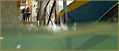Acqua Alta Venise 1er Nov. 2012: L'eau du rio de Ca' Widmann sous le Sotoportego del Magazen, dans le Sestier du Cannaregio à Venise.