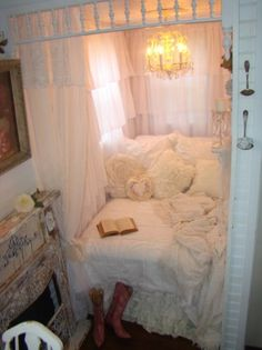 Shabby Chic Tiny Retreat - White Lace Cottage