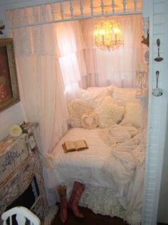 Shabby Chic Tiny Retreat - White Lace Cottage