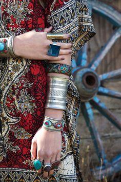 Ethnic Boheme tribal inspiration stacked bracelets & gypsy chunky rings for a modern hippie boho chic style. best-boho-chic-fashion-bohemian-jewelry-gypsy-BEST Bohemian fashion trends in clothing & jewelry. Boho Gypsy, Bohemian Mode, Hippie Bohemian, Gypsy Style, Bohemian Jewelry, Hippie Style, Bohemian Style, Ethnic Jewelry, Hippie Chic