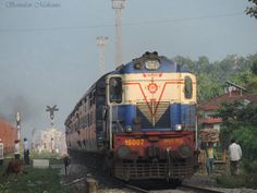 https://flic.kr/p/AiMAmM | Mr 007 ALCo of Malda Town shed arrives with a Guwahati bound passenger train