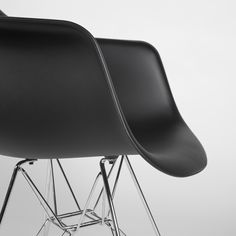 Detalle de la Silla TOWER ARMS -New Version- (Sillas Modern Classics) - en negro.