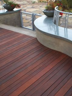 like the stain color & varying widths of decking