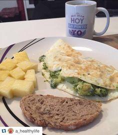 """Taza """"hoy mi día lo pinto yo"""" disponible en http://ift.tt/1n71PmC  #virusdlafelicidad #taza #actitud  #Repost @a_healthylife with @repostapp.  Good morning!!!!! Desayunando tortilla de claras con broccoli (de la cena de anoche) piña y una rebanada finita de pan de cereales. Y no puede faltar mi té! A ver cómo se presenta el día de hoy!  Buenos días!"""