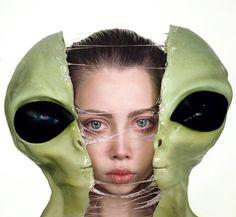 Qui sont les E.T ? / By Ellen Sheidlin.