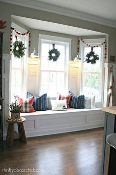 Superbe Bay Window Seat In Kitchen Decorated For Christmas U2026