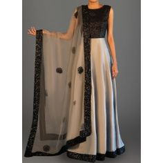 Features a sequins bust alongside a taffeta silk flare, santoon inner and bottom alongside an embroidered net dupatta. Indian Gowns Dresses, Pakistani Dresses, Evening Dresses, Indian Attire, Indian Outfits, Lehenga Designs, Anarkali Dress, Indian Designer Wear, Bollywood