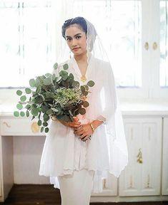 gothic wedding dress with sleeves Malay Wedding Dress, Kebaya Wedding, Muslimah Wedding Dress, Muslim Wedding Dresses, Dream Wedding Dresses, Wedding Attire, Bridal Dresses, Bridal Outfits, Minimalist Wedding Dresses