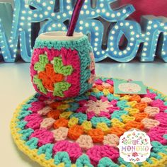 Mate Cerámica + Posa de Hilo Crochet Cross, Crochet Mandala, Crochet Granny, Crochet Motif, Crochet Designs, Knit Crochet, Crochet Patterns, Crochet Kitchen, Crochet Home