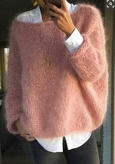 Fashion Ideas For Women Style Pull angora rose bonbon sur chemise blanche Mode Outfits, Fall Outfits, Casual Outfits, Fashion Outfits, Fashion Ideas, Pull Angora, Oversized Pullover, Mohair Sweater, Men Sweater