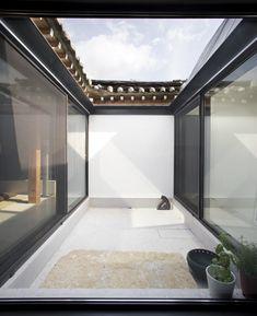 korea han-ok _re Asian Architecture, Residential Architecture, Interior Architecture, Asian Interior, Interior And Exterior, Traditional Interior, Traditional House, Patio Central, Courtyard House