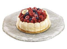 La Charlotte aux fruits rouges  Biscuit à la cuillère, bavaroise de fruits rouge, garnie de fruits des bois.  www.stohrer.fr