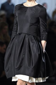 Jason Wu Fall 2011 RTW - really love this fit and flare black dress with a very structured bodice and a white skirt layered under the black Jason Wu, Fashion Details, Love Fashion, Runway Fashion, Fashion Design, Fashion Women, Haute Couture Style, High Fashion Dresses, Mode Chic