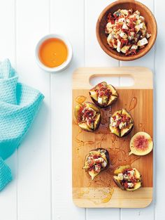Figs with a blue cheese, bacon and black pepper crumble Healthy Muffins, Healthy Smoothies, Healthy Desserts, Healthy Recipes, Figs With Honey, Recipe Icon, Sweet And Spicy, Blue Cheese, Bon Appetit