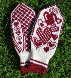 Jolnir mittens by LivM, via Flickr