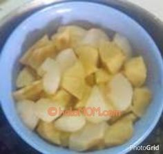 #haloMOM, Cara mudah membuat MPASI Puree pear. http://www.halomom.com/2015/02/resep-mpasi-pure-pear.html