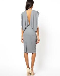 Imagen 2 de Vestido estilo capa con diseño plisado y mangas de murciélago de ASOS