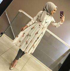 NEW TUNIC MODEL WITH PATTERNS EN PRICE 90İLER Hijab Fashion Summer, Modest Fashion Hijab, Modern Hijab Fashion, Muslim Women Fashion, Islamic Fashion, Modest Outfits, Fashion Outfits, Abaya Fashion, Fashion Muslimah