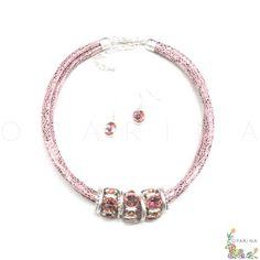 Collar De Cordón Rosado  con Dijes Plateados de Brillantes Rosa en Oparina. #oparina #necklace #statementncklace #collar #pink #rosado  #madewithstudio