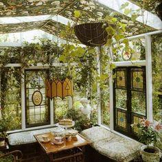 Beauxbaton the little glass house in the wild school garden Beauxbaton das kleine Glashaus im wilden Schulgarten