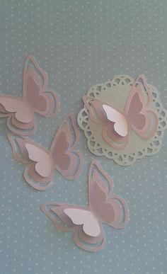 Linda borboleta vazada! Um encanto para decoração de festas.    Produto feito em papel metalizado rosa suave, gramatura 180.    ***Temos muitas outras opções de cores.