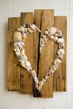 35 Entzückende DIY-Shell-Projekte für Strand inspiriertes Dekor 35 Beautiful DIY Shell Projects for Beach Inspired Decor Get more photo about subject related with by looking at photos gallery at the bottom of this… Continue Reading → - Arte Pallet, Pallet Art, Pallet Ideas, Beach Crafts, Diy And Crafts, Arts And Crafts, Decor Crafts, Art Decor, Wood Projects