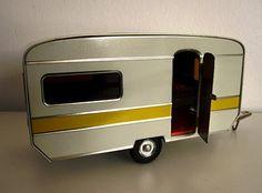 miniature caravans http://minitreasures.pbworks.com/w/page/20981562/caravans