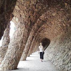 Into the abyss #parkguell #travelourplanet #natureinspired #gaudi #beautifuldestinations #beautifulplaces #architecture #travelspain #park #monument #nature #barcelona #trip #tour #traveleurope