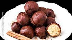 Bomboane cu biscui?i ?i unt de arahide trase �n ciocolat? Cake Pops, Jamie Oliver, Unt, Sausage, Food And Drink, Sweets, Cookies, Vegetables, Recipes