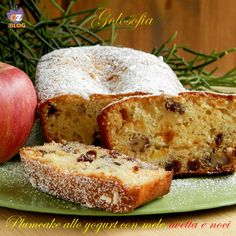 Yogurt plumcake with apples, raisins and walnuts - soft recipe Italian Desserts, Vegan Desserts, Dessert Recipes, Apple Recipes, Sweet Recipes, Pie Co, Plum Cake, Torte Cake, Cheesecake Desserts