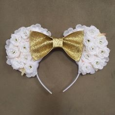 White floral Disney Minnie ears with gold bow - vinted.com