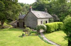 2 Bedroom Cottage in Strachur to rent from £350 pw. With Log fire and TV.