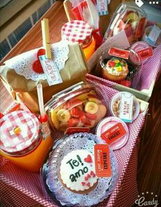 Box morning welcome Boyfriend Anniversary Gifts, Diy Gifts For Boyfriend, Birthday Gifts For Boyfriend, Birthday Box, Ideas Para Fiestas, Love Gifts, Gift Baskets, Homemade, Food