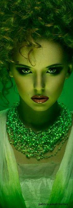 The Enchanted Forest / Fairytale fashion fantasy / karen cox.  VERDE.....❤