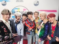 """American Reporter Calls BTS """"A Lesbian Pop Group"""", Claims AMAs Ruined Because of BTS"""