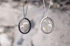 Rosyjska artystka tworzy fantazyjną biżuterię na bazie skarbów natury.