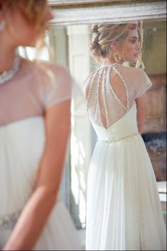 Obsessed with the back of this stunning #gown {Hayley Paige}