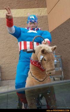 Concurso de disfraces del Capitán América | Risa Sin Más