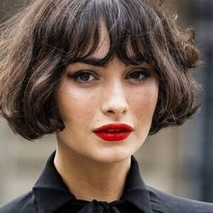The French Bob Is Fall 2020's Most Asked-About Haircut Long Layered Cuts, Short Layered Haircuts, Short Haircut, Damp Hair Styles, Curly Hair Styles, French Haircut, French Bob, Bombshell Hair, Grunge Hair