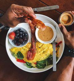 Comprometa-se a fazer apenas uma refeição um pouco mais saudável.   23 dicas viáveis para perder peso sem ficar passando fome