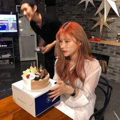 Image may contain: one or more people Korean Ulzzang, Korean Girl, Girl Korea, Uzzlang Girl, Ulzzang Couple, Girl Photos, Girl Birthday, Poses, Photo And Video