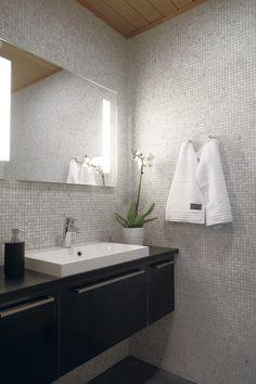 How Much Does It Cost to Remodel A Small Bathroom? Bathroom Shelves Over Toilet, Man Bathroom, Bathroom Mirror Cabinet, Single Handle Bathroom Faucet, Bathroom Vanity Tops, Big Bathrooms, Bathroom Pictures, Bathroom Shower Curtains, Bathroom Flooring