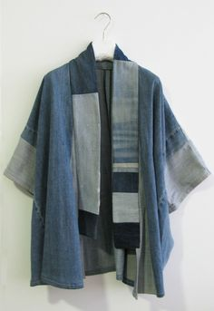 Make a kimono out of recycled denim? I have the pattern. I have the denim! Sewing Jeans, Sewing Clothes, Diy Clothes, Kimono Fashion, Denim Fashion, Ropa Upcycling, All Jeans, Denim Ideas, Recycle Jeans