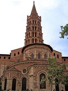 Abside et clocher de type toulousain de la basilique St Sernin à Toulouse (France)