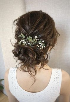 Bride Hairstyles updo wedding hairstyle ideas with greenery.Bride Hairstyles updo wedding hairstyle ideas with greenery Long Hair Wedding Styles, Wedding Hair Down, Wedding Hair Flowers, Wedding Hair And Makeup, Flowers In Hair, Long Hair Styles, Fall Flowers, Veil With Flowers, Bridesmaid Hair With Flowers